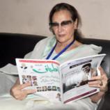 پاکستان ویمن فاؤنڈیشن کی چیئرپرسن اطراف کا مطالعہ کرتے ہوئے